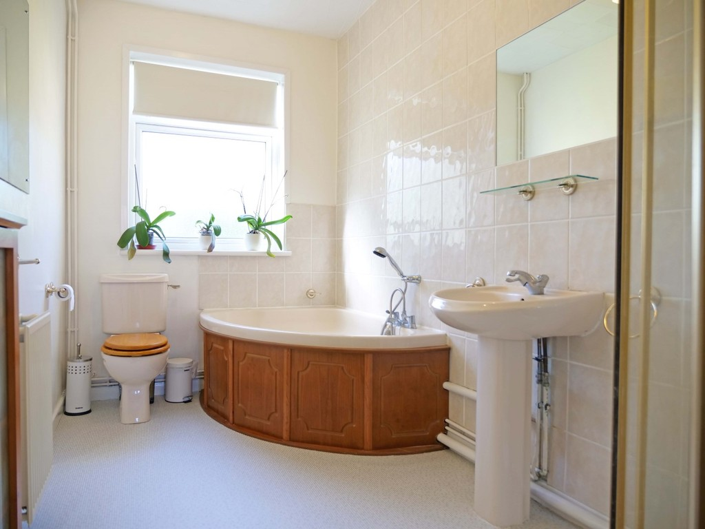 New 50 beautiful bathrooms hayling island design for Best bathrooms on the road